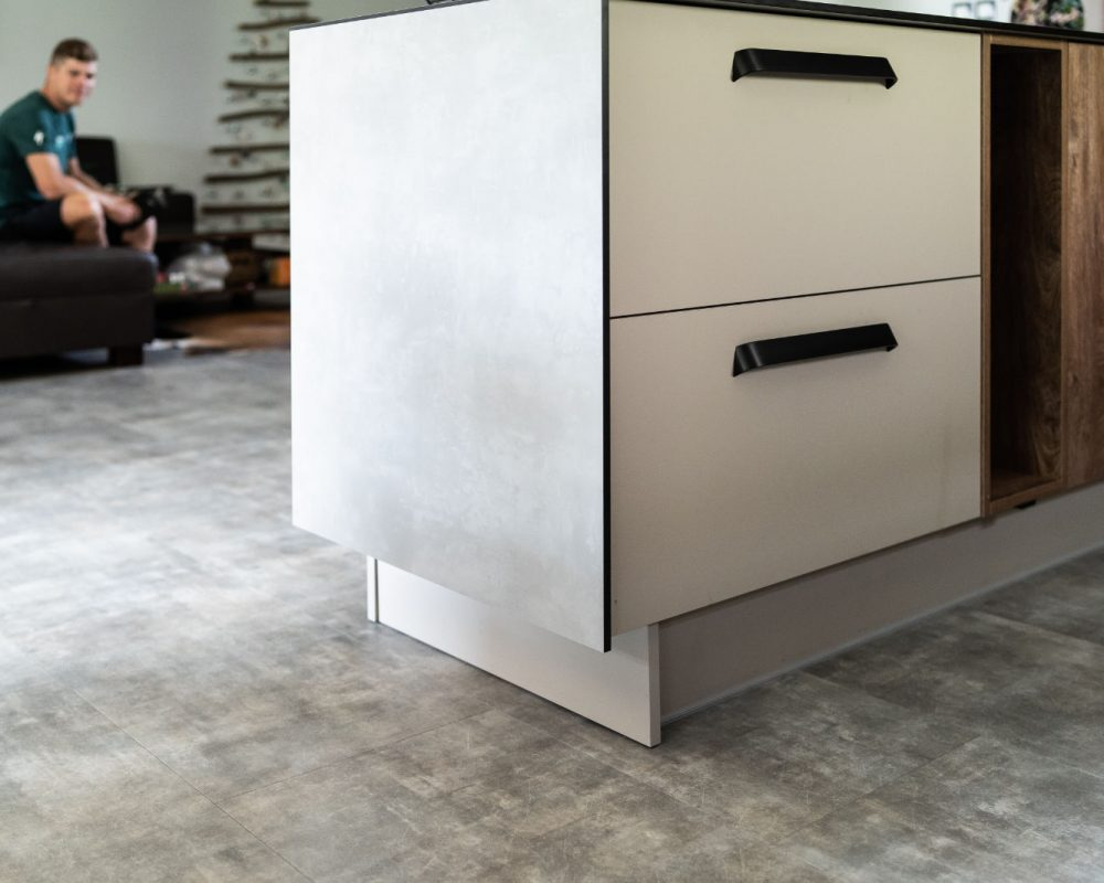 Vinylová podlaha Parador Basic 4.3 Mineral grey u Juraja Sagana