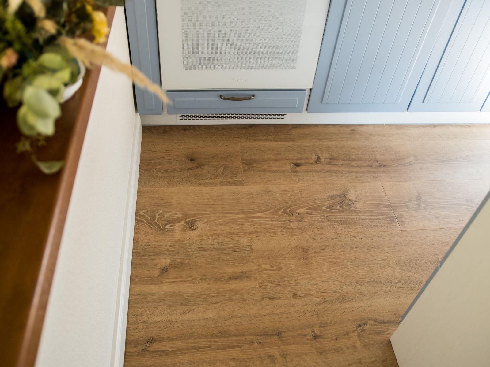 Korková podlaha EGGER Comfort Dub Waltham prírodný v interiéry